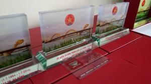 Sản xuất cung cấp quà tặng bằng Kính tại Đà Nẵng (1)